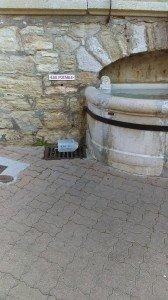 Fontaine d'eau potable accessible aux chiens de Villard de Lans Olivier JASPART, Août 2020, Tous droits réservés